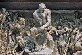 Le_penseur_de_la_Porte_de_lEnfer_(musée_Rodin)_(4528252054)_Fotor
